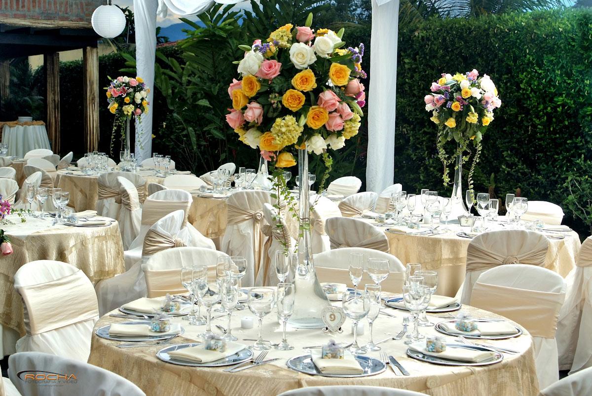Decoraci n de bodas tendencias en decoraci n bodas en for Decoracion salon beige y blanco
