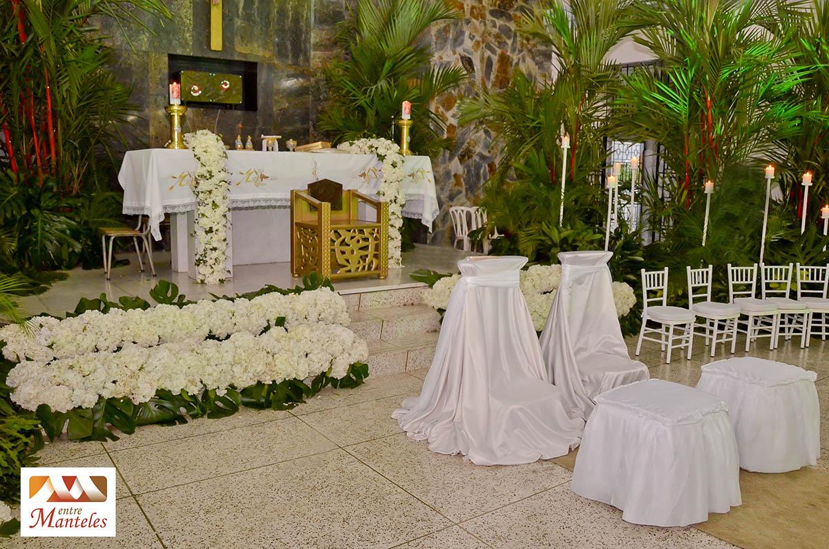 Decoraci n de bodas la entrada a la iglesia bodas en for Arreglo de boda en jardin