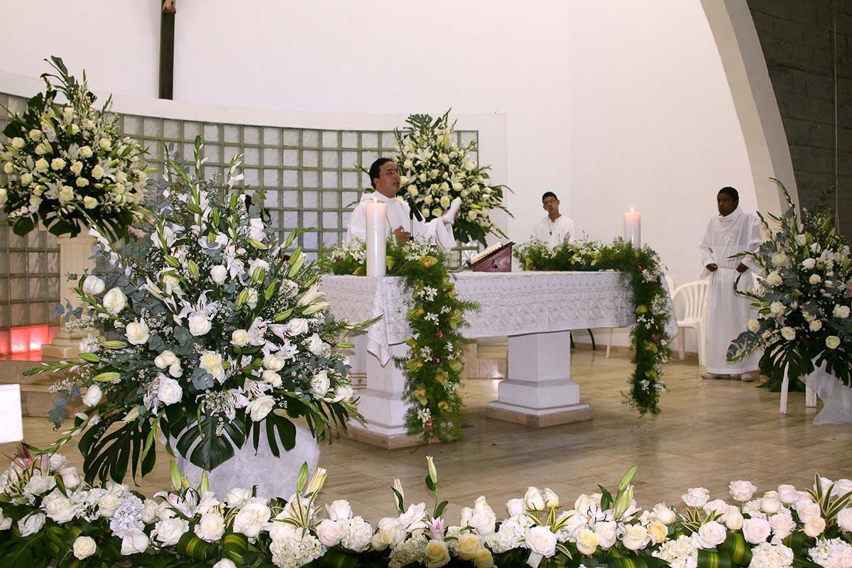Decoracion Iglesia Cristiana ~   on ? Bodas en Cali, Decoraci?n Iglesias, Decoraci?n de Bodas
