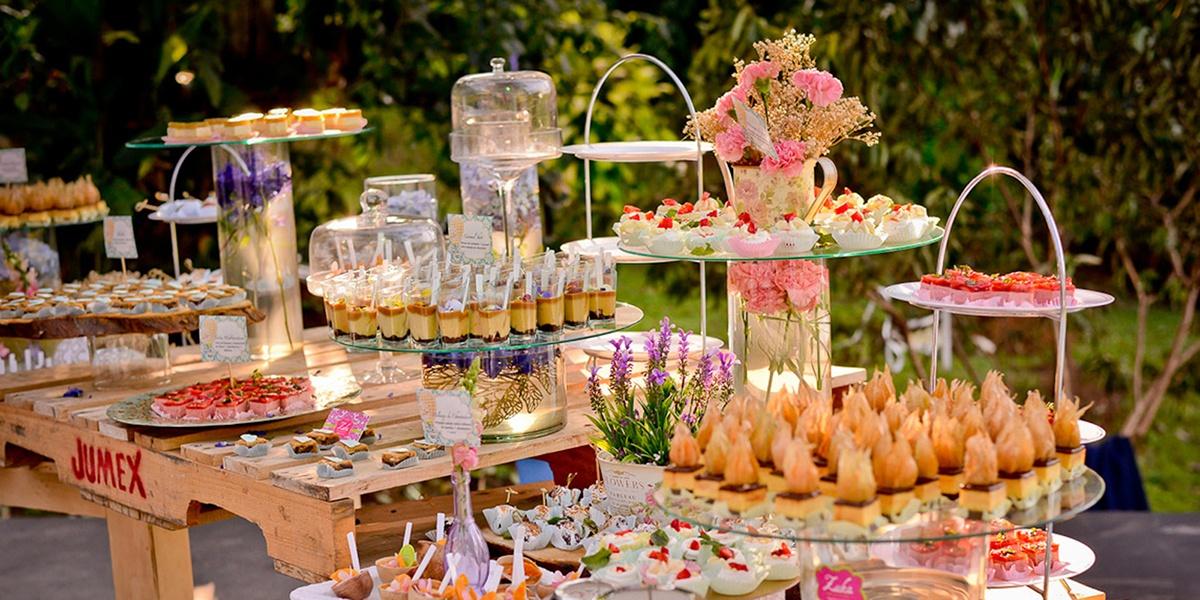Ideas bodas la mesa de postres para tu boda detalles de - Mesa de dulces para bodas ...