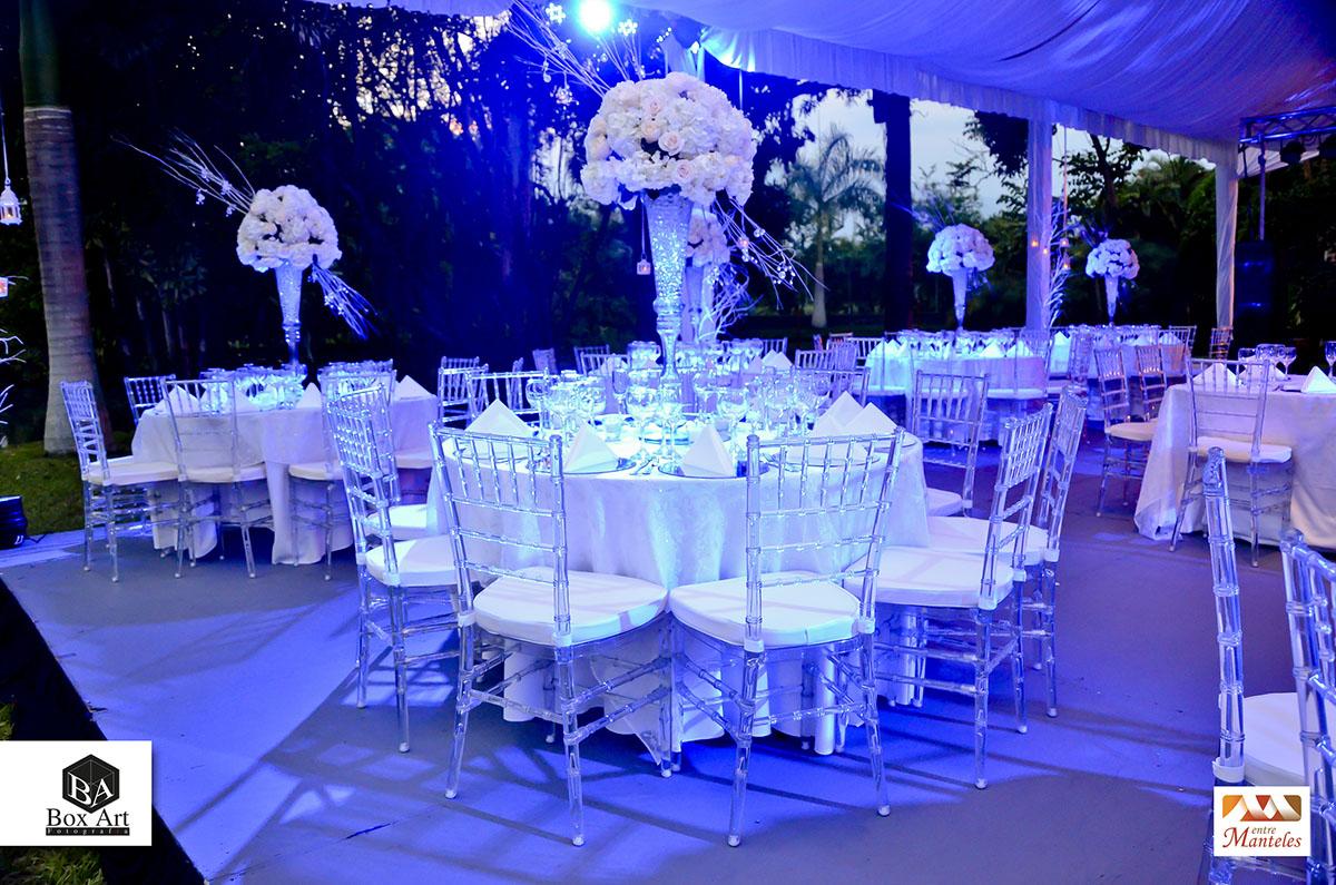 La elegancia de la noche y la celebraci n de tu boda for Decoracion de pared para novios